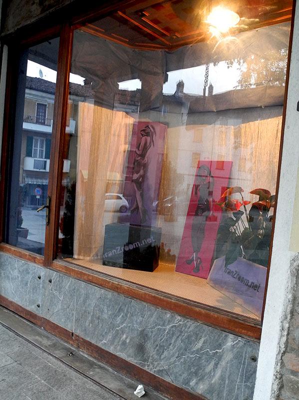 negazione in vetrina a Garbagna - franzRoom.net