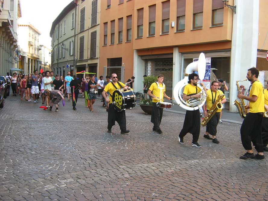 St.Art02-88-folli_marchinG